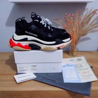 Sepatu BCLG Triple S Black Men Guarantee store - 39, Hitam