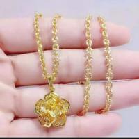 kalung emas xuping bandul bunga