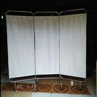 BED SCREEN / PEMBATAS RUANGAN 3 BIDANG STAINLESS STEEL