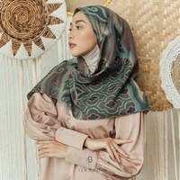Hijab Segi Empat Seradia Renjana Surma Putiran