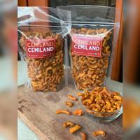 Makaroni Pedas Daun Jeruk Snack Cemilan / Makaroni Pedas Jeruk