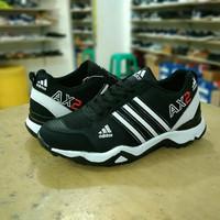 JR14-Sepatu Adidas AX2 Hitam Putih