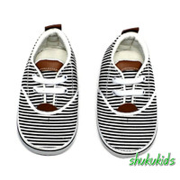 Prewalker Sepatu Bayi unisex perempuan laki 2-15 bulan salur hitam