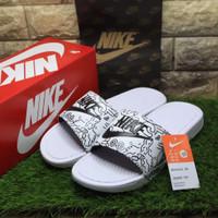 Sendal Nike Benassi Pria Wanita Sandal Slop Wedges Sport Swoosh Bloods