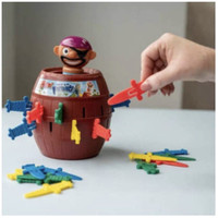 Mainan Crazy Pirate Roulette Funny Game Barrel Running Man Board Game