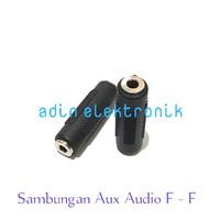 - Sambungan Jack Aux Audio Stereo Female To Female Hita