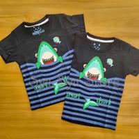 Baju Kaos Atasan Anak Laki Laki Cowok Hewan Hiu Baby Shark Strip Hitam