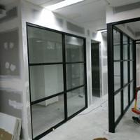 Partisi Pembatas Ruangan Aluminium Kaca