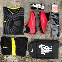 (Paket komplit) sepatu bola Nike mercurial cr7 merah boots laceless