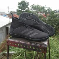 Sepatu futsal adidas predator dijamin kuat tanpa perlu dijait sol