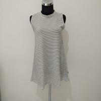 baju atasan wanita turtle neck tanpa lengan belang putih hitam