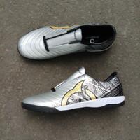 Sepatu Futsal Ortuseight Catalyst Chypher Silver Black - Silver, 39