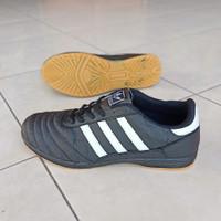 Sepatu olahraga Futsal Adidas Hitam big size 44-47