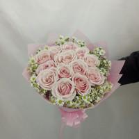 Handbouquet bunga mawar pink muda asli