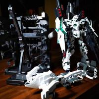 MG Full Armor Unicorn BANDAI + Hanggar