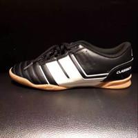 Sepatu Olahraga League Futsal - Classico Majestic 105403001