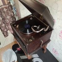 Gramofon Gramophone Antik model 104 th 1930 buat koleksi barang kuno