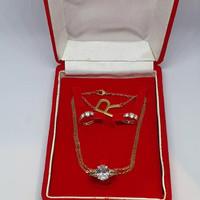 Kotak Perhiasan 1 Set Tempat Peyimpanan Kalung Cincin Anting Hadiah