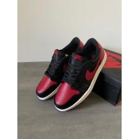 Sepatu Cowok - NIKE AIR JORDAN 1 RETRO LOW OG - Black Red
