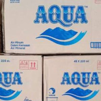 aqua air mineral gelas 220ml botol 600ml botol 1500ml gojek instant