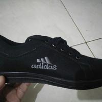 Sepatu hitam polos vans sekolah