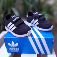 sepatu anak Adidas hitam putih perekat