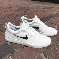 Sepatu sneakers premium pria nike SB Nyjah free 2 summit white/black