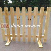 pagar kayu pagar taman pembatas ruangan penyekat ruangan