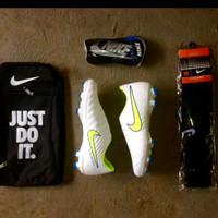 sepatu bola Nike Tempo putih terlaris