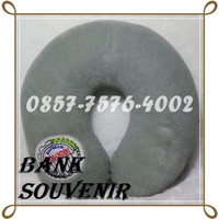 souvenir bantal leher bordir logo custom