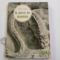buku bahasa Perancis la Pierre de scandale