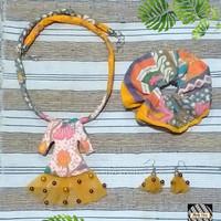 Kalung Batik Wanita, Scrunchie & Anting - Gold