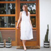 Midi Dress Wanita Putih Classic Elegant Look Ribbon Back Lace