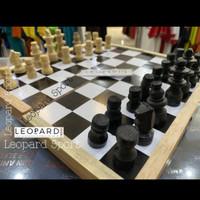 Papan catur kayu / chest board / board game (s) 27x27 cm/ permainan