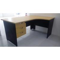 Meja kantor model L + laci gantung 3 susun (maple)