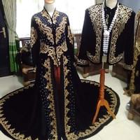 sepasang baju pengantin jawa
