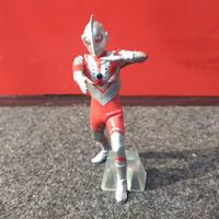 ultraman mini figure B