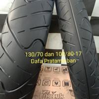 sepasang ban merek IRC roadwiner ukuran 100/80 dan 130/70-17