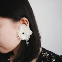 Bunga Putih Earrings/ anting gaya flower besar bali cantik handmade
