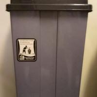 Tempat Sampah 42 Liter Tutup Goyang YUTAKA