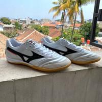 Sepatu Futsal Mizuno Morelia Leather White Black