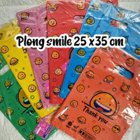 Kresek motif plong smile TIPIS uk 25x35 muat baju