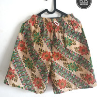 Celana Pendek / Celana Hawai Pria dan Wanita Motif Batik Bunga