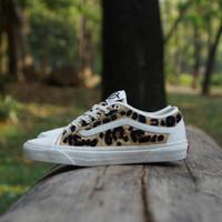 Sepatu Sneakers Casual Vans Bess NI Animal Leopard Pack Original
