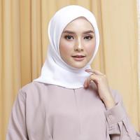 Wulfi Hijab Segiempat 110cm Cornskin Lilit Putih Bersih