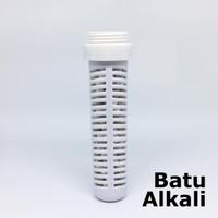 Batu alkali dipasang dibotol Trifinity mengubah air biasa jadi alkali
