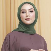 Wulfi Hijab Segiempat 110cm Cornskin Lilit Army