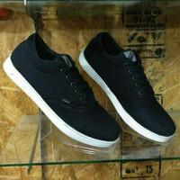 sepatu vans murah hitam putih