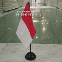 Bendera Meja Merah Putih Indonesia Plus Tiang Kayu dan Tatakan Bagus