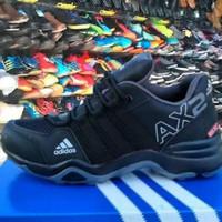 Sepatu Sneaker Adidas AX2